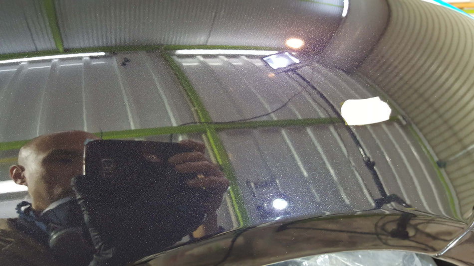 ケイマンのリアフェンダー磨き後 バサルトブラックの研磨 黒い車の下地処理工程