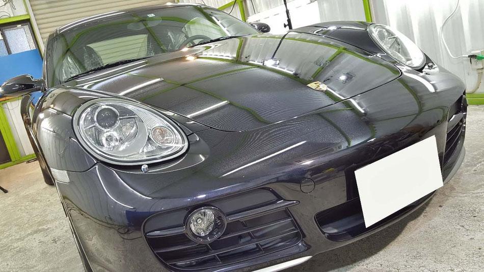 ケイマンの研磨・ガラスコーティング完成 バサルトブラックの磨き後の艶 濃色車のボディコーティング