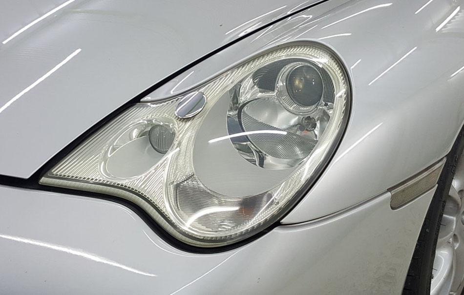 996GT3 ヘッドライトの黄ばみ汚れ