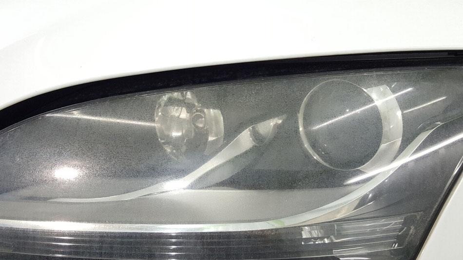 アウディTTのヘッドライトの白ボケ・クラック