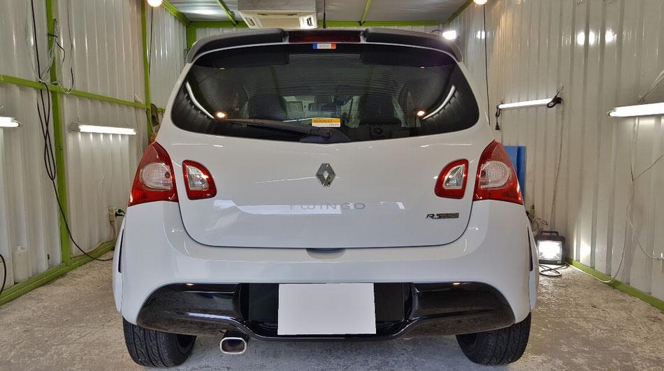 ルノー・トゥインゴ・ゴルディー二・ルノースポールのセラミックコーティング完成 埼玉三芳の車磨き専門店 白い車の水垢対策に親水コーティング