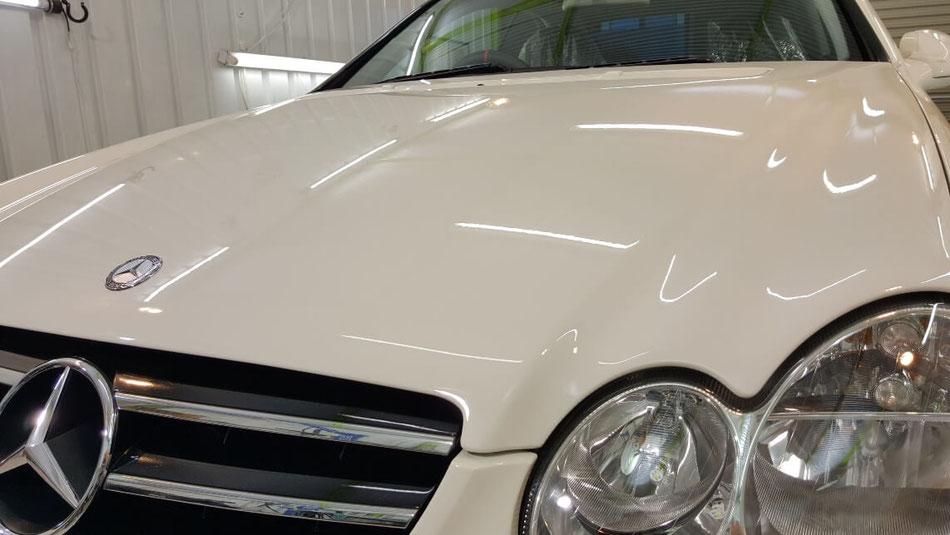 ベンツCLKの白いボディが新車の艶に仕上がった 中古ベンツのコーティング後の艶
