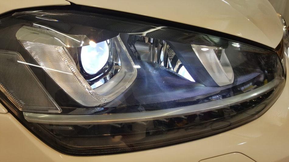 ゴルフRのヘッドライトのひび・クラック除去 埼玉の車磨き専門店