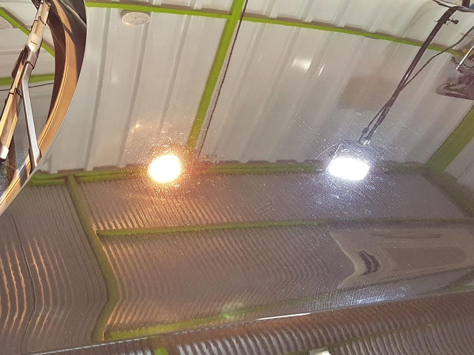 アウディA4のボンネットのウォータースポット・雨染み