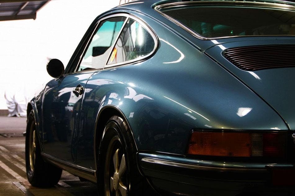 ナローポルシェのコーティング後 リアフェンダーの艶 911Tの磨き 所沢 和光 三芳