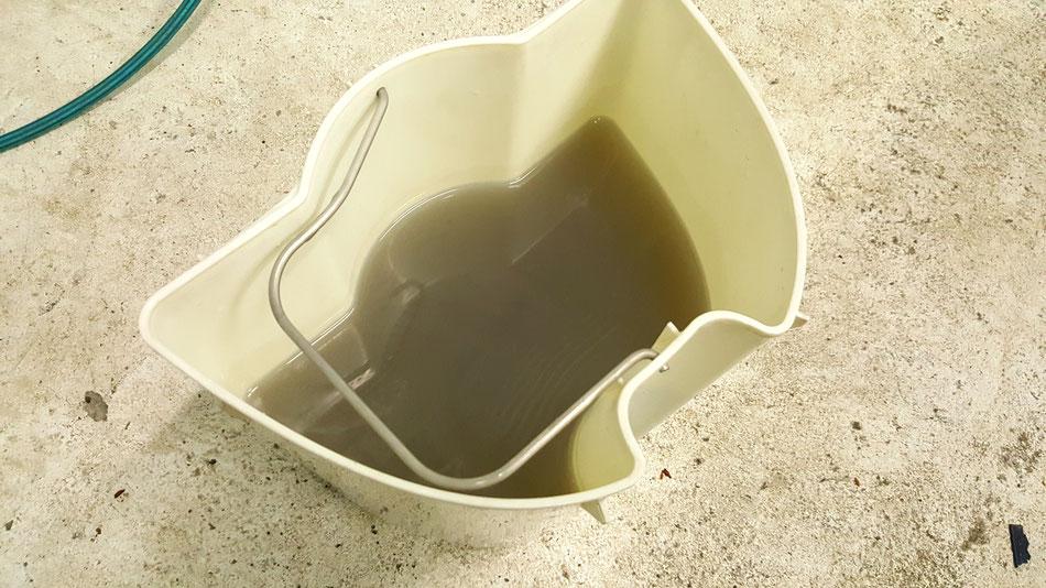 フェアレディZ34ロードスターの幌の汚水