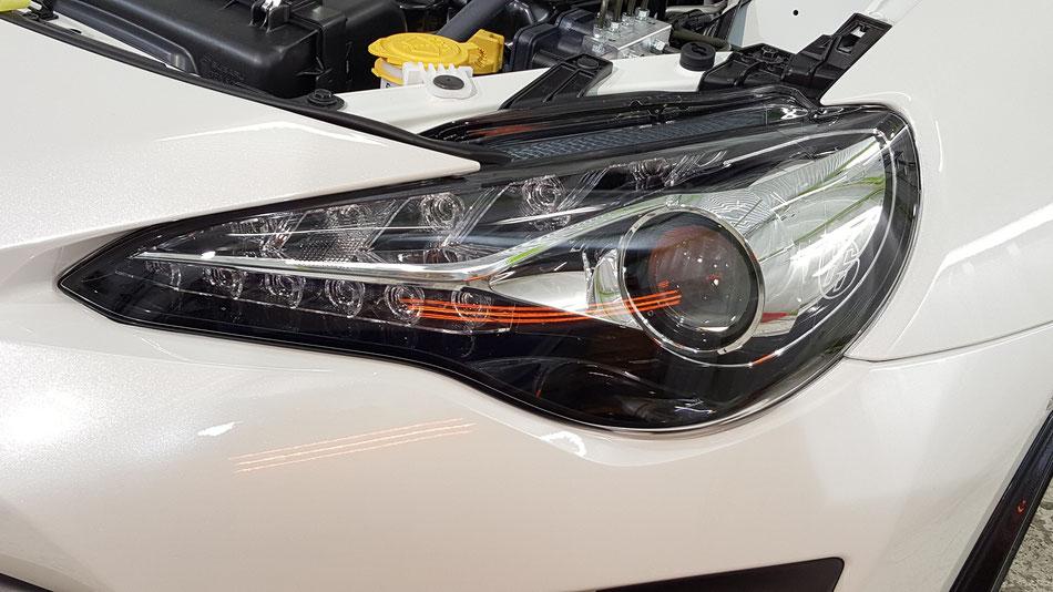 トヨタ86のヘッドライトコーティング焼付け。
