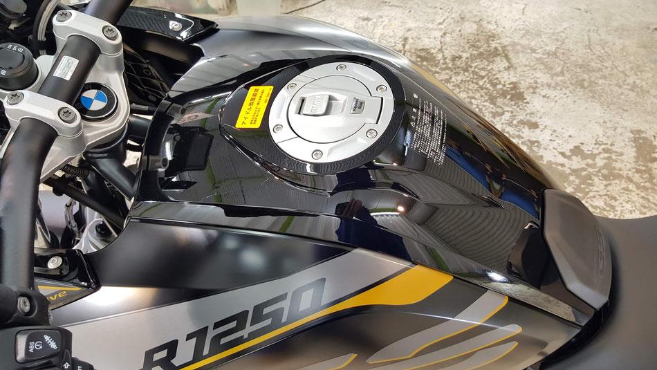 新車のR1250GSのガラスコーティング完成 濃色車の磨き
