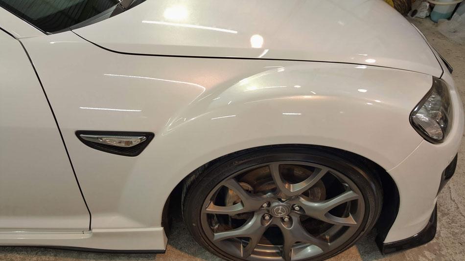 RX‐8の磨き・コーティング施工後 フェンダーは新車の艶 白い車の研磨