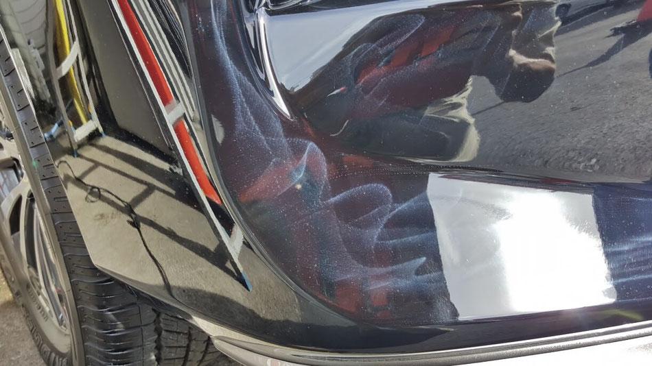 ランドクルーザーの傷 オーロラマークの目立つ新車 黒い車のバフ傷・白ボケ