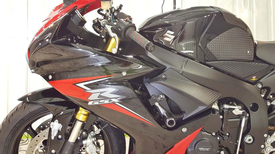 GSX-R750の研磨・コーティング後の艶 濃色車の施工 埼玉でバイクコーティング