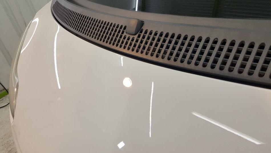 スマート451 ボンネットの深い傷除去 埼玉の車磨き専門店 白い車の研磨 スイスバックス施工