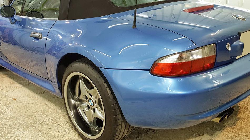 BMW・Z3Mのコーティング後のフェンダー 濃色車の艶出し研磨