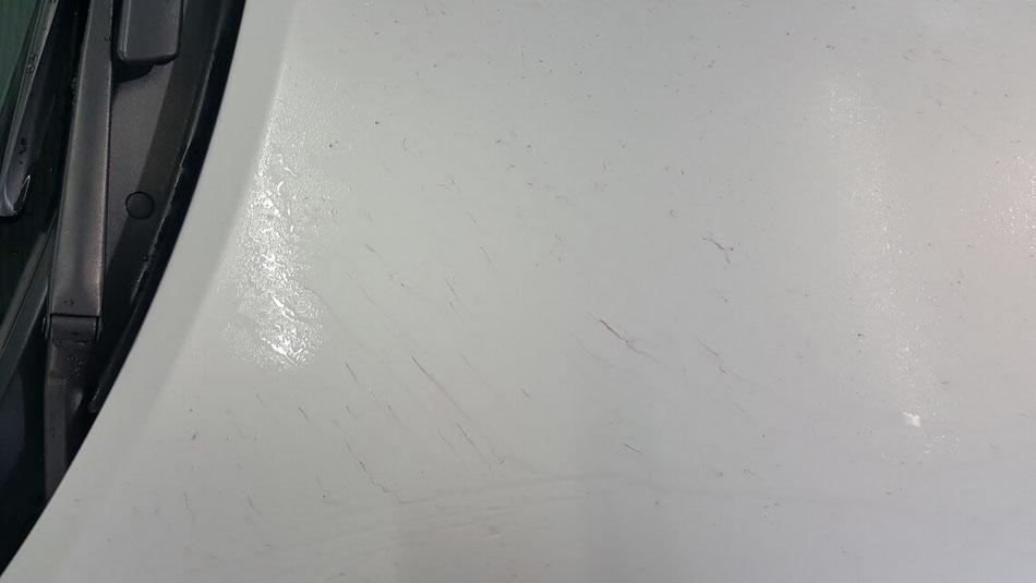 ユーノス・ロードスターのボンネットに大量の鉄粉