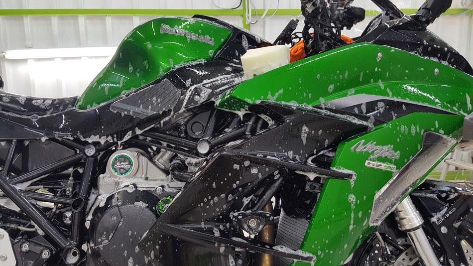 ニンジャH2SX コーティング前の洗浄・脱脂 埼玉のバイク磨き専門店・アートディテール