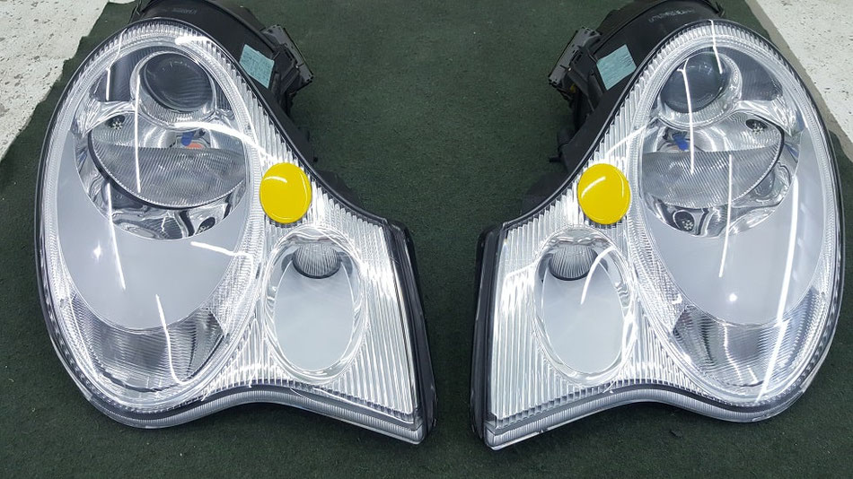 ポルシェ996C4Sのヘッドライト磨き ひび除去 黄ばみ除去1 埼玉の車磨き専門店