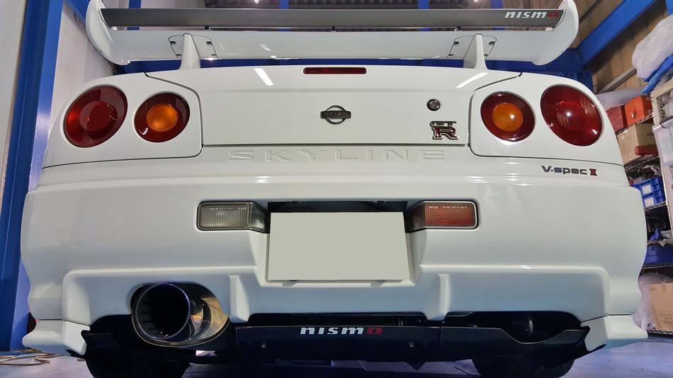 BNR34VスペックⅡの磨き後の光沢 塗装の艶改善 水アカ除去 GT‐Rにニスモステッカー