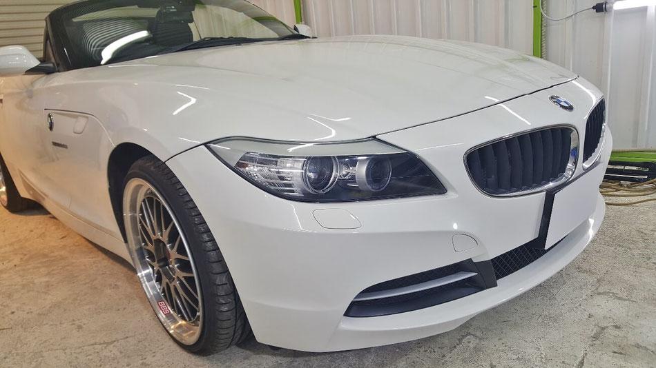 BMW・Z4のヘッドライト黄ばみ・クラック除去後