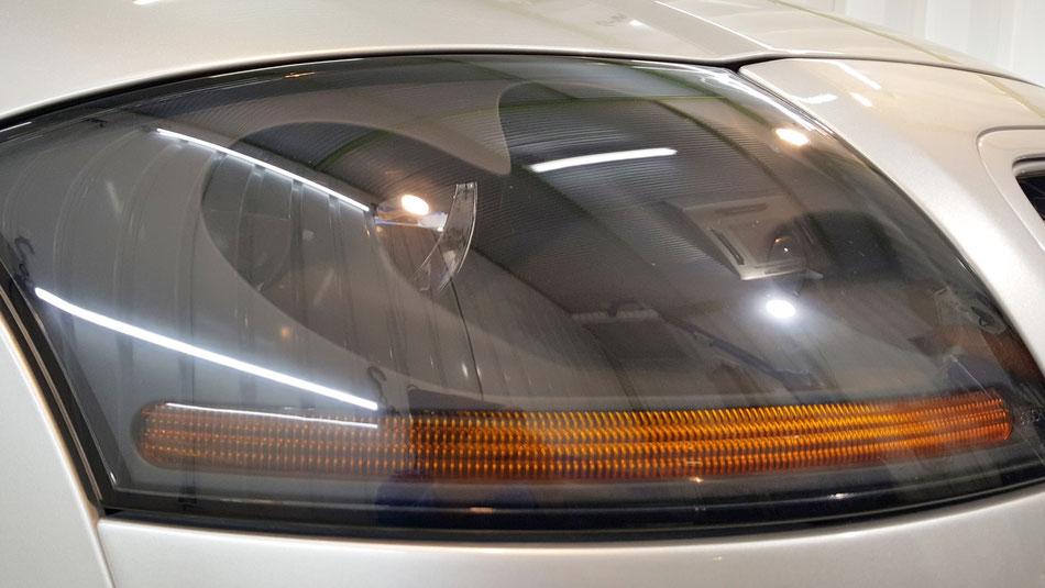アウディTTのヘッドライト磨き後の透明感