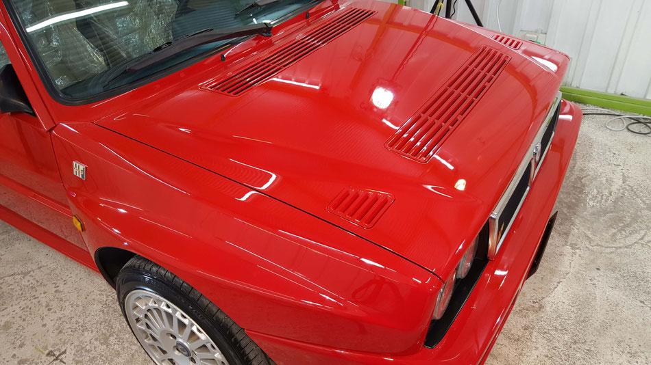 ランチア・デルタの磨き 濃色車のコーティング後の艶 90年代のイタリア車