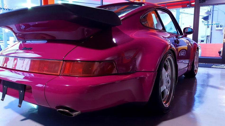 964ターボの花粉除去・コーティング後 ルビーストーンレッド 濃色車の磨きが得意な埼玉の車磨き専門店・アートディテール