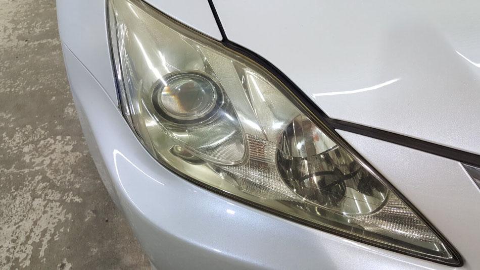 レクサスISのヘッドライトの黄ばみ汚れ・ひび 車のヘッドライト汚れ