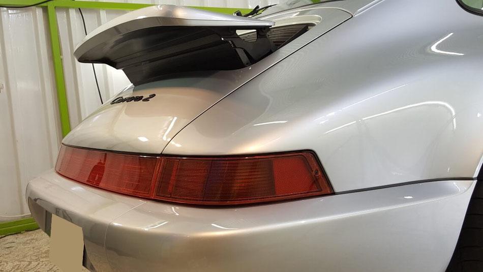 ポルシェ964のセラミックコーティング後のリヤフェンダー 磨きで塗装が新車の輝き