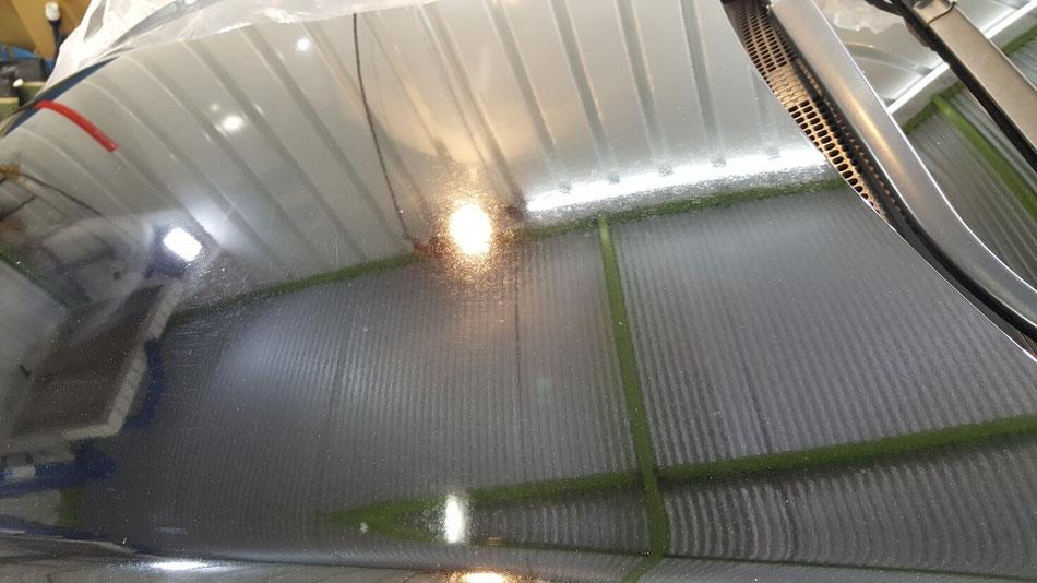 ヴェゼルのシミ・クレーター・ウォータースポット・イオンデポジットが目立つボンネット ナイトホークブラックの磨き