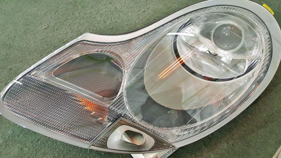 ボクスターのヘッドライトのひび・くすみ改善 ライトの黄ばみ除去 埼玉の車磨き専門店