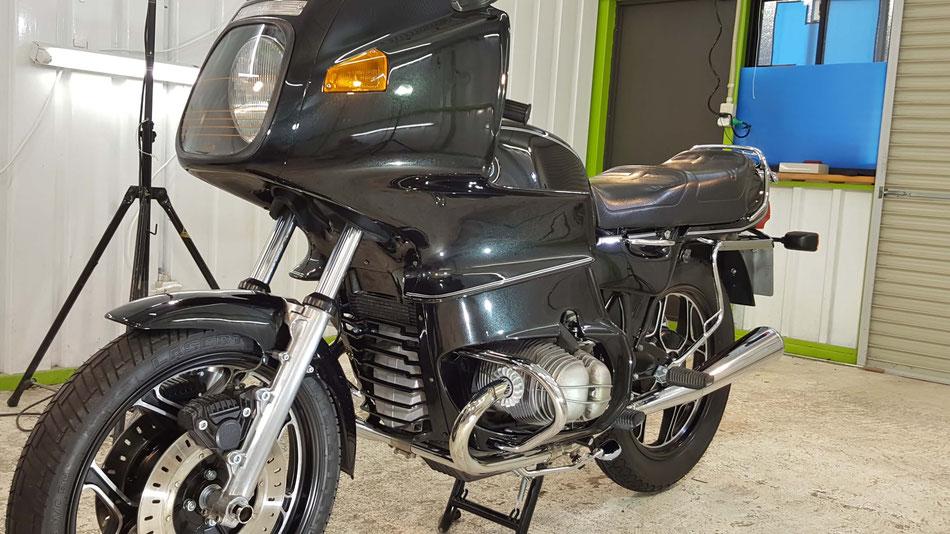 R100RSのセラミックコーティング完成 埼玉のバイク磨き専門店 BMWのバイク研磨 濃色のカウル