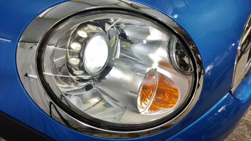 BMWミニのヘッドライトのクラック・曇り除去後コーティング