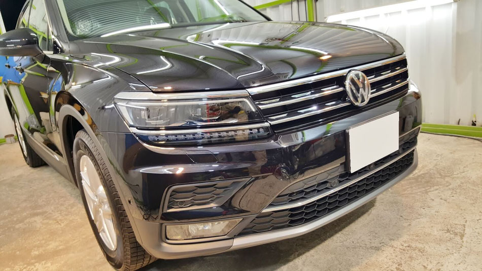 ティグアン新車のガラスコーティング 埼玉の車磨き専門店・アートディテール シミ対策で親水コーティング