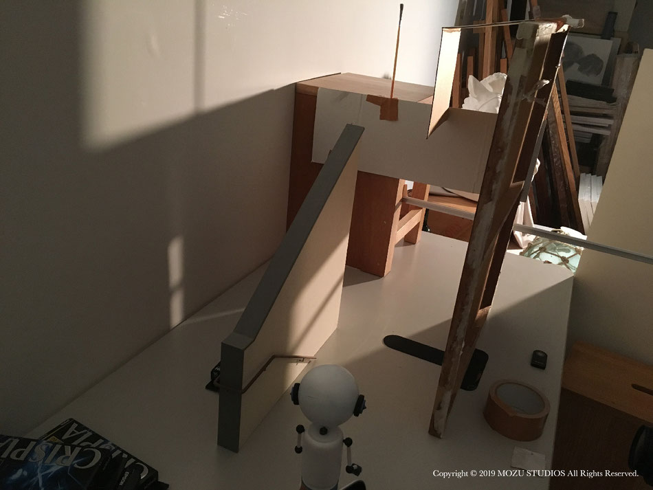 マルくんが階段を下りるシーンを撮影しているところ。実際に階段を降りているわけでは無い。