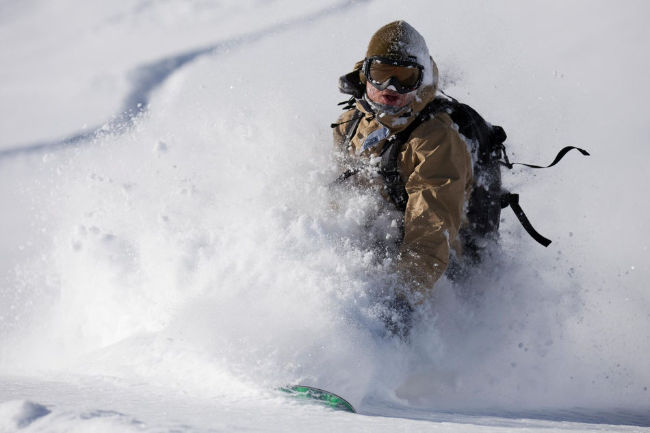 powder snowboarder