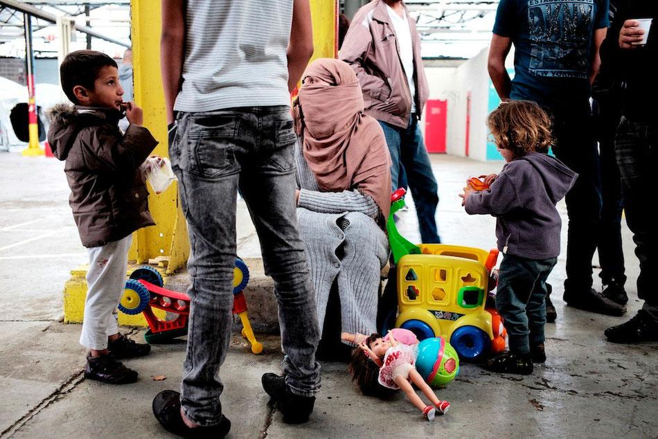 Toys and clothes collection for refugees - Namur - Belgium © François Struzik - simply human 2015