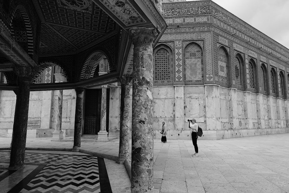 Olga au travail sur l'esplanade des mosquées, Jerusalem.