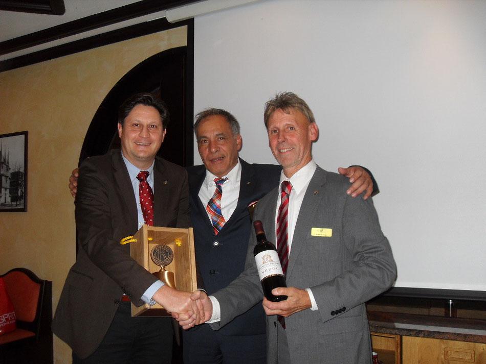 Freunde über Stadtgrenzen hinaus: Clubpräsident Thomas Fr. W. Briefs mit Clubpräsident Erhard K.W. Pauly vom KC Frankenberg/ Eder