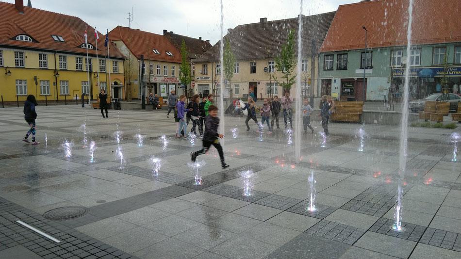 ... und Wasserspiele auf dem Marktplatz, mit einer teilweis nassen Ausgang :-)