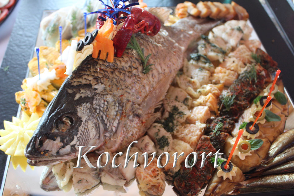 Hochzeitsmenü hochzeitsbuffet  Traumhafte Fischplatte Fischbffet modernes buffet russische Hochzeit märchenhochzeit Tamada Swadba Rheinlandpfalz beleuchtetes schönes leckeres powar Koch vor Ort