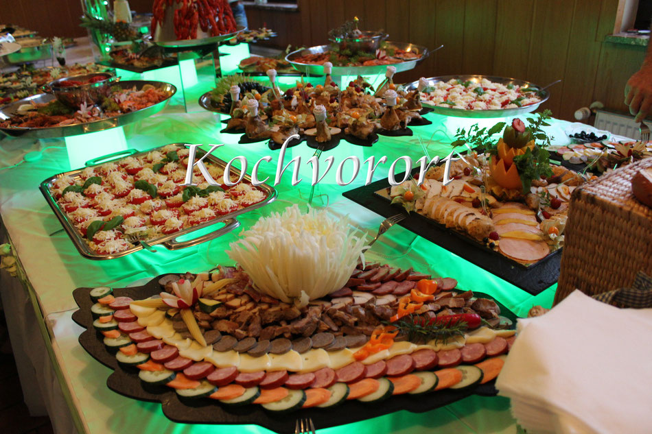 Buffet Menue Russische Hochzeit Märchenhochzeit Hochzeitstorte Eistorte Swadba Powar Fischplatte Fingerfood Kalte Vorspeise Krakauer