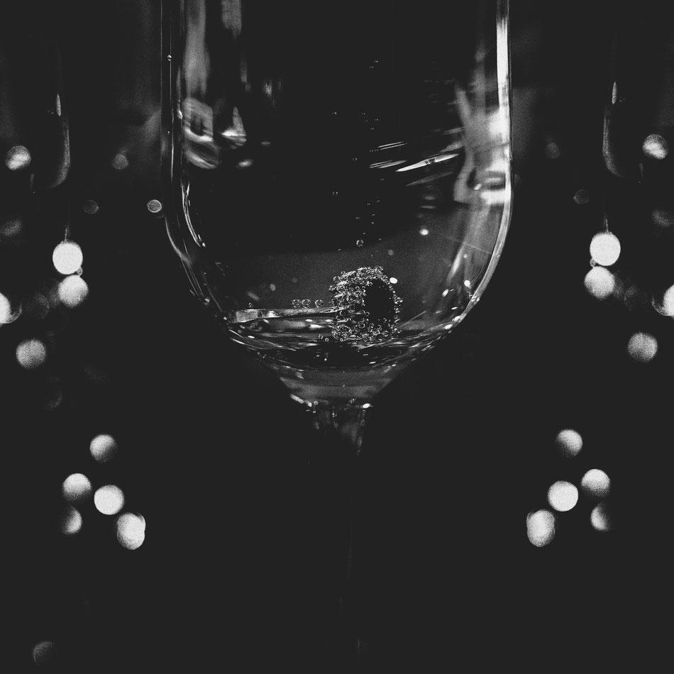 alex_grass#hochzeit #hochzeitsfotograf #brautpaar #brautpaarshooting #osnabrück #oldenburg #sony a7III#gettingready #firstlook #reportage #vintagewedding #followme #art #style #instalike #bride #blackandwhite #art #style #instalike #goodtimes #wedding #we