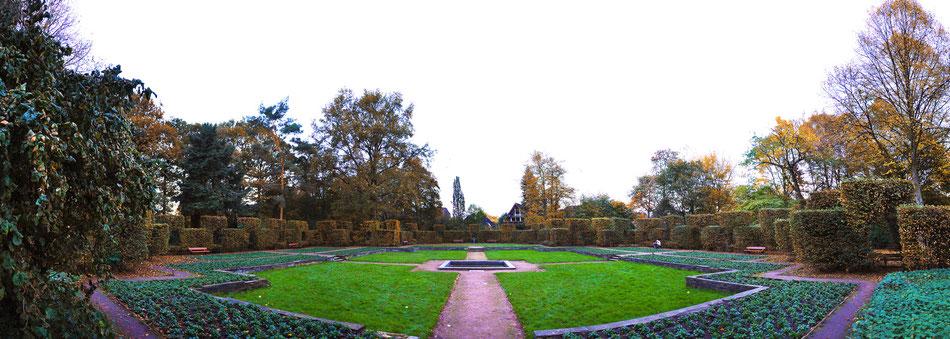Autumn in Hammer Park garden - Hamburg, Germany
