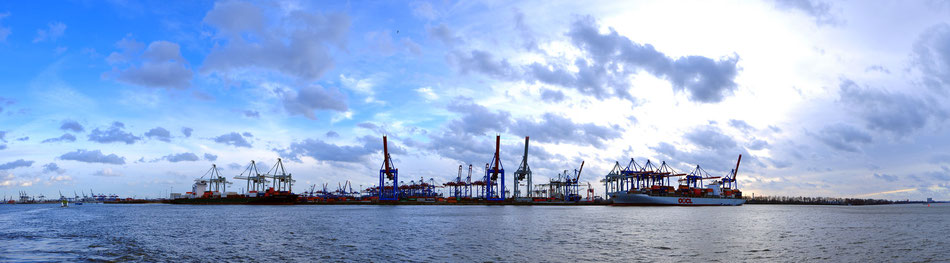 Landungsbrücke - Hafen in Hamburg