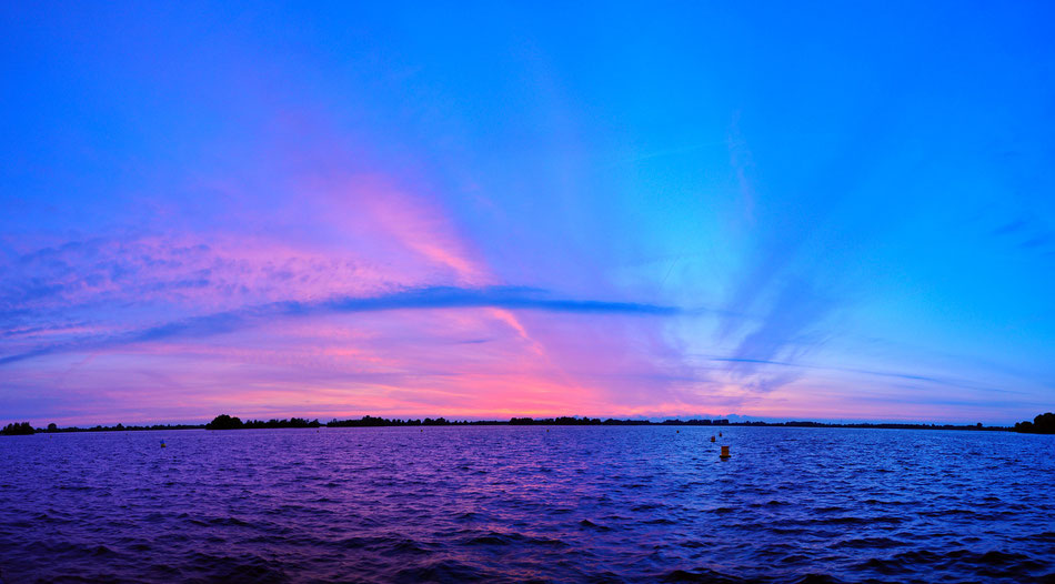 Sunset panorama at Vinkeveense Plassen - Amsterdam, Netherlands)