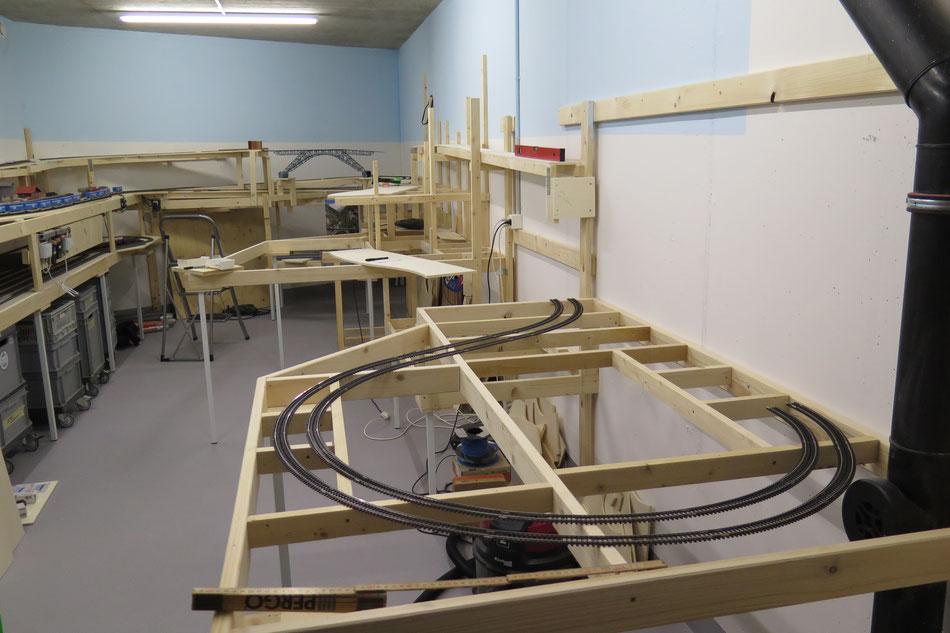 Unterkontruktion meiner Modelleisenbahnanlage
