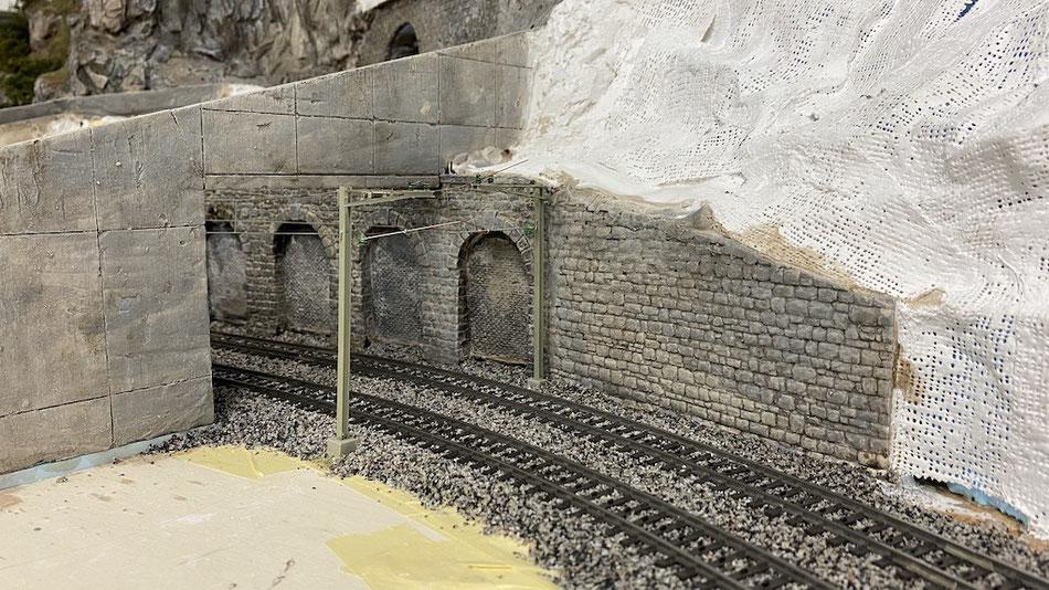 Lawinen-Schutz-Galerie Gotthard-Eisenbahn im Modell H0