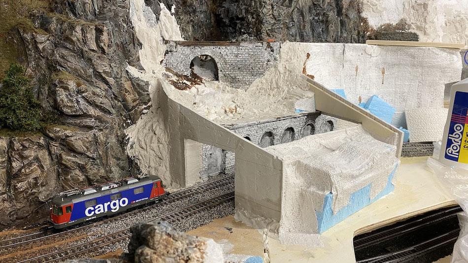 Modellbau: Einbau der Mauerplatten