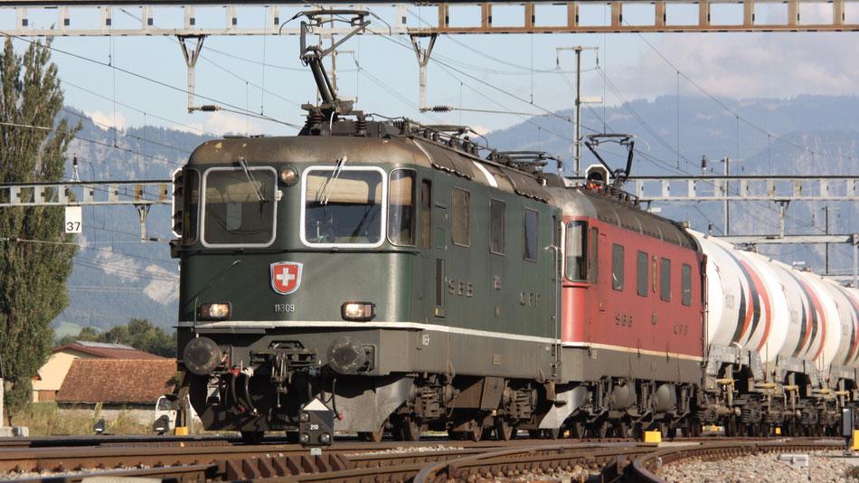 Re 4/4 II der SBB im grünen Anstrich