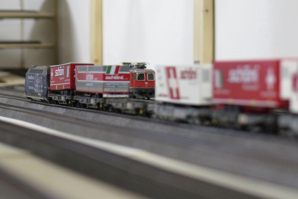 """Güterzüge """"Schöni"""" von Märklin und Roco"""