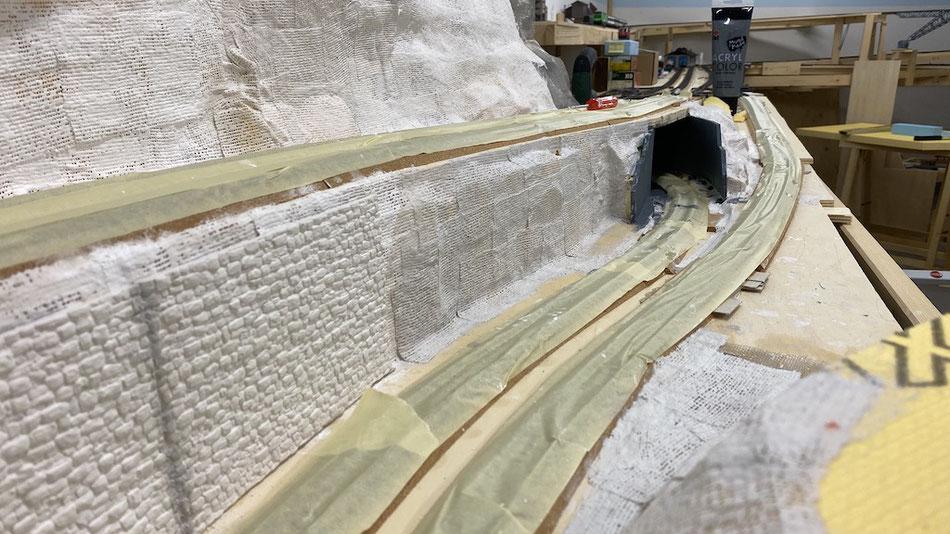 Unterführung für Züge im Modell